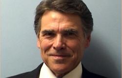 Gobernador de Texas se declara inocente de abuso de poder