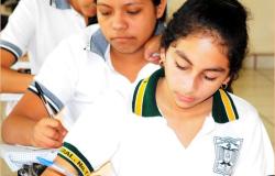 Egidio Torre apoya a estudiantes  Con becas y créditos educativos