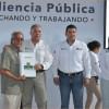 Familias reciben escrituras en audiencia pública