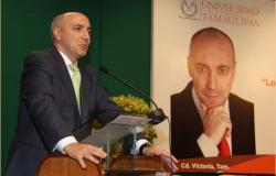 Recibe Miguel Carbonell emotivo homenaje de la UAT