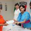 """Verónica Salazar entrega becas a """"Abuelitos Ecológicos"""" de Matamoros"""