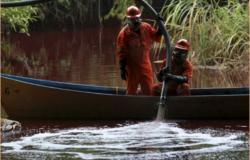 Pemex implementa acciones adicionales de limpieza de río en Nuevo León