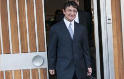 Virgilio Andrade hace pública su declaración de propiedades y salario