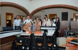 Recibe Instituto Regional de Bellas Artes de El Mante, material de música