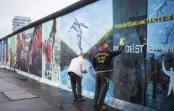 Conmemoran 26 aniversario de la caída del Muro de Berlín