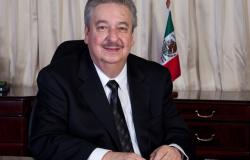 FELICITA RECTOR DE LA UAT A PERIODISTAS