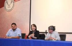 Ofrece Patricia Osante conferencia a estudiantes de Historia en la UAT