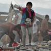 Carrera para rescatar víctimas de sismo que deja 246 muertos en Ecuador