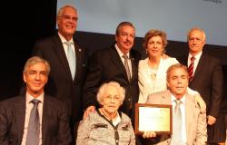 Rinde UAT homenaje al Dr. Juan Manuel Vela en Tampico