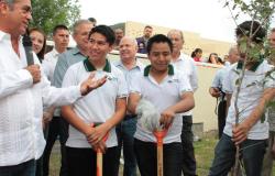 Cambian estudiantes aulas por trabajo comunitario
