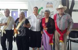 Abuelitos son prioridad para DIF: Elvira Mendoza