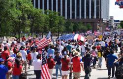 Inmigrantes marchan en Dallas en demanda de sus derechos