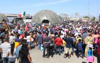 """Abarrotan familias de paseantes la exposición """"Fuerzas Armadas… Pasión por servir a México"""", en el interior del Parque Fundidora."""