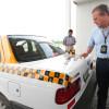 Inicia AET colocación de cinta cuadriculada en taxis