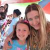 Comparte Maki felicidad de niños de abril