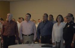 Rabindranath Juárez Mayorquín y el Presidente Municipal Oscar Almaraz Smer, encabezaron reunión