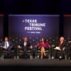 Participa Gobernador en mesa de discusión en Texas.