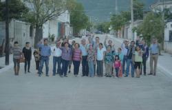 Entregan 3ra calle con concreto en la Colonia América de Juárez