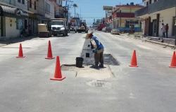 Aplican asfalto en rehabilitación de calle Charco