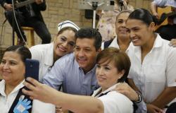 El Gobernador, Francisco García Cabeza de Vaca, convivió este lunes con personal de la Secretaría de Salud.
