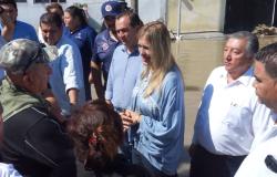Recorre Alcaldesa Maki Ortiz zonas afectadas por la tormenta