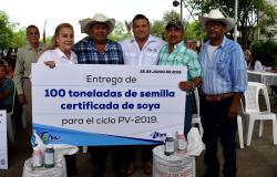 Gobierno de Tamaulipas entrega 100 toneladas de semilla a productores de soya de Altamira.