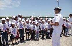 """Niñas y niños de comunidades rurales conocen la playa gracias al programa """"Conoce Tu Estado""""."""
