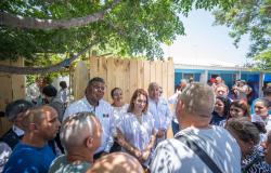Mariana Gómez visita a migrantes albergados en Reynosa.