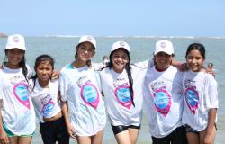 """Más de mil 400 niños de comunidades rurales visitan por primera vez el mar con el programa """"Conoce tu Estado""""."""