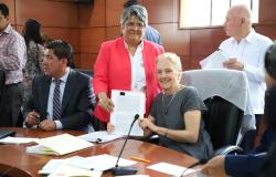 Iniciará el Programa Atención a la Salud y Medicamentos Gratuitos para la Población sin Seguridad Social Laboral.