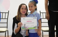 Entrega Guardería del DIF Tamaulipas constancias a niñas y niños que terminaron su primer año de preescolar.