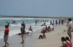 La Pesca, una playa limpia y segura para disfrutar en familia.