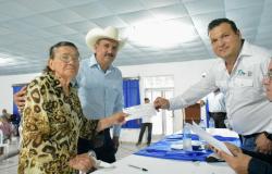 Gobierno de Tamaulipas entrega beneficios a productores agropecuarios de Burgos.