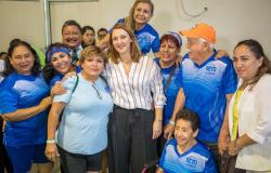 Convive Mariana Gómez con abuelitas y abuelitos del Primer Campamento Cultural Deportivo.