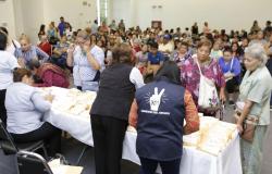 Entrega DIF Tamaulipas lentes graduados a personas con problemas de la vista.