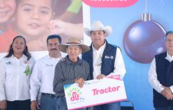 """A través de la brigada """"Un Gobierno Cerca de Ti"""", productores modernizan sus equipos agrícolas."""