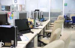 """""""Un día sin Mujeres"""" deja oficinas gubernamentales semi vacías."""