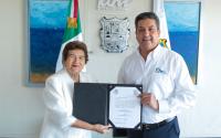 Gobernador entrega nombramiento a la Mtra. Magdalena Peraza Guerra.